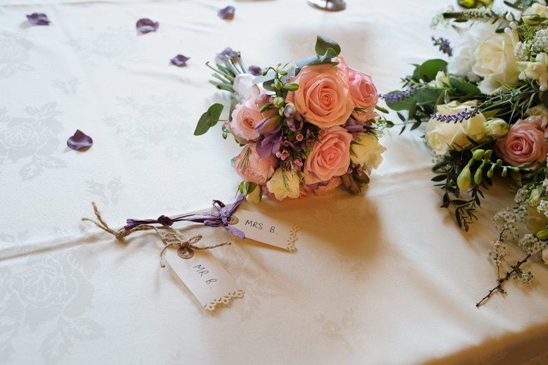 Wedding photography: table flowers.