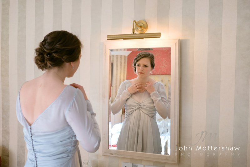 bride getting ready. Wedding photographers in Derbyshire