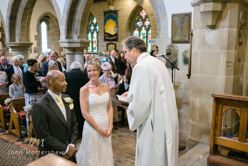 Peak District Wedding Photographer photographs wedding at Eyam Church